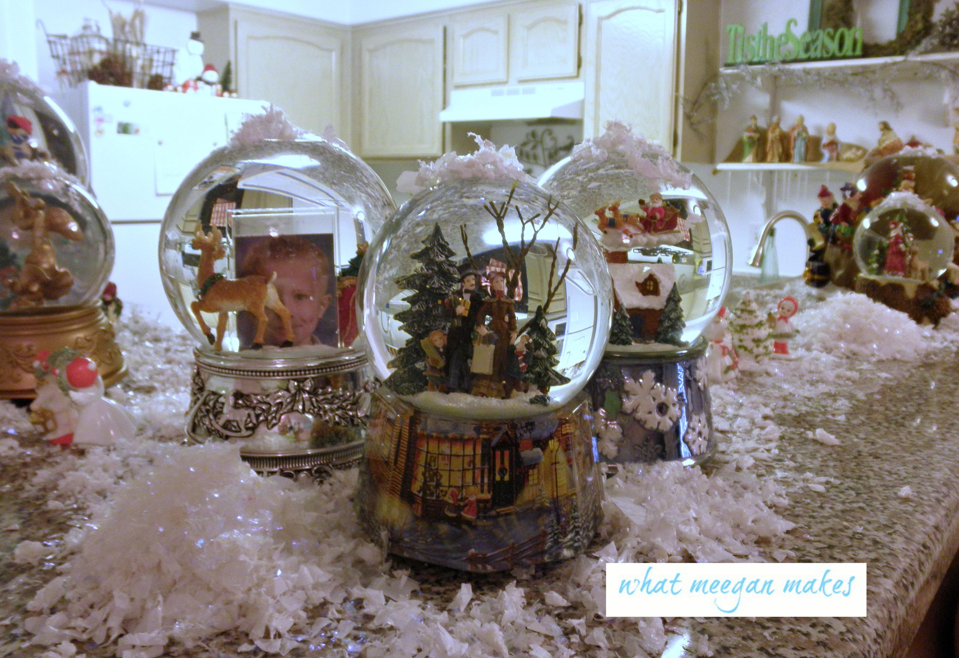 Vintage Christmas Snow Globes.My Christmas Snow Globe Tour