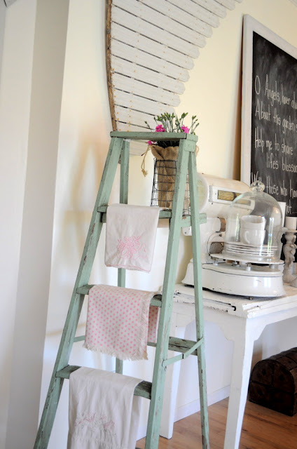 ffladder with towels in kitchen