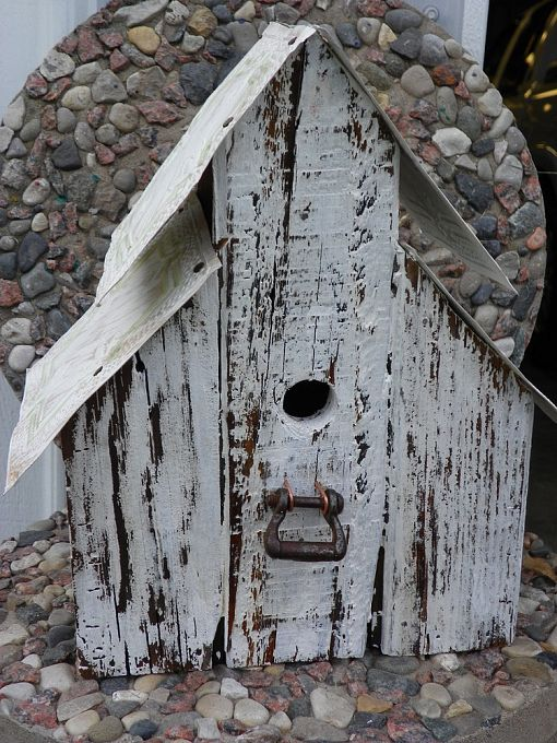 18 easy eye catching birdhouse ideas from hometalk for Easy birdhouse ideas