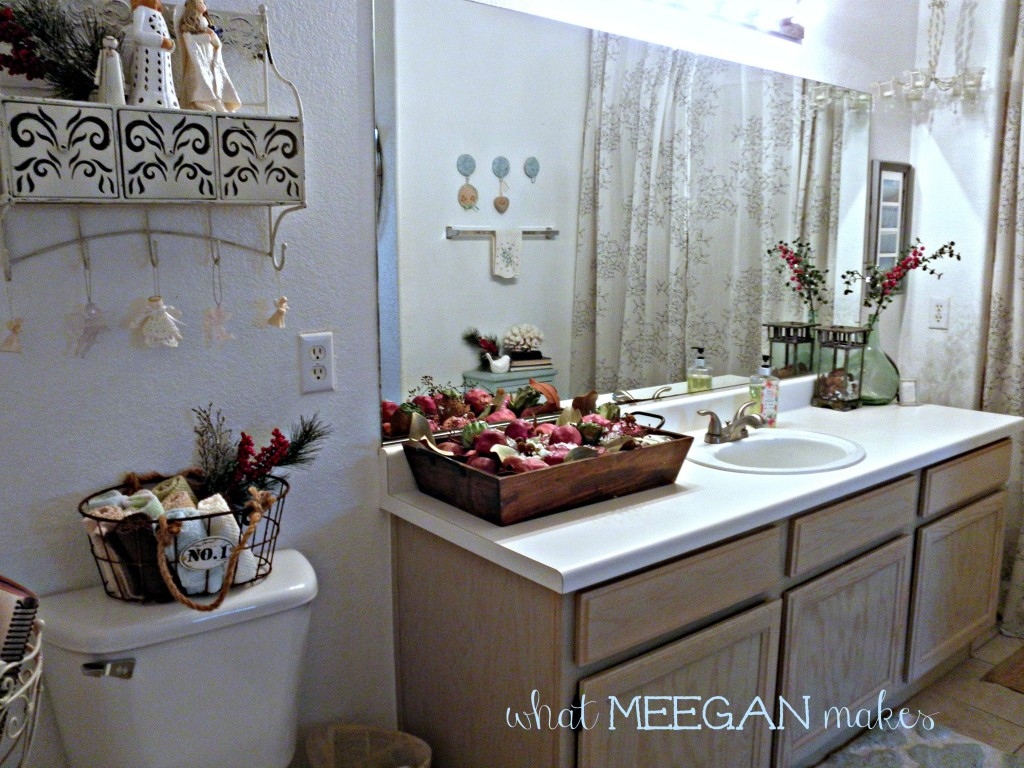 Guest bathroom christmas decor what meegan makes for Bathroom xmas decor