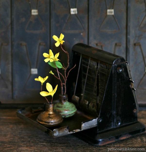 vintage-door-knobs-flower-vases-Petticoat-Junktion_thumb
