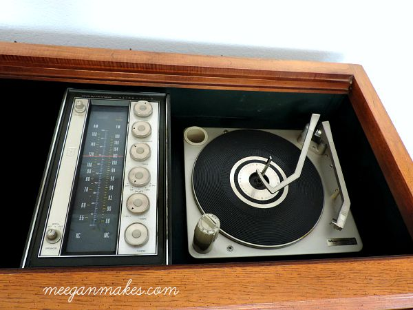 Turntable and radio