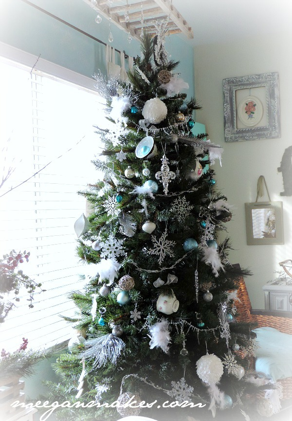 Christmas Home Tour Tree with Feathers and Tea Cups by meeganmakes.com