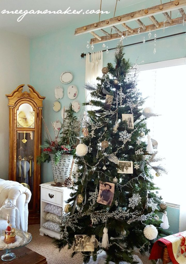 So Letu0027s Get Started On How To Decorate A Vintage Style Christmas Treeu2026