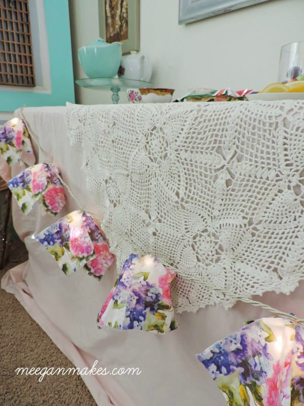 Spring-lighted-napkin-banner-on-twinkle-lights.-Easy-and-so-pretty.-