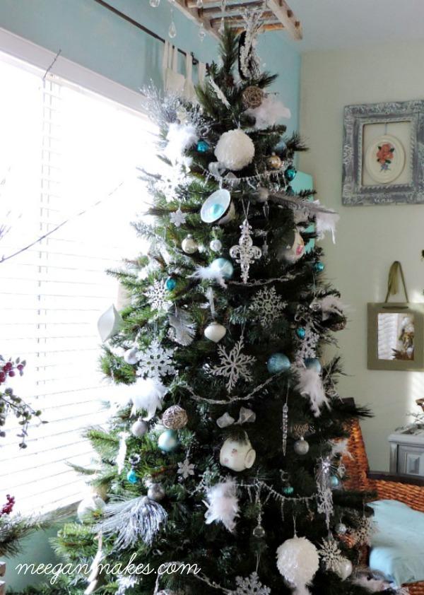 tea-cup-christmas-tree